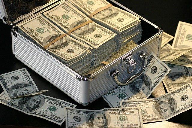 štosy dolarů
