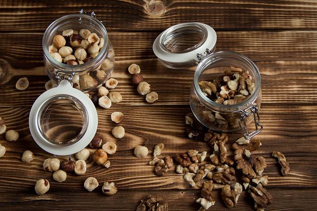 ořechy ve sklenicích